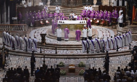 «L'esempio del cardinale Dionigi Tettamanzi ci interroghi sulla qualità della nostra fede»