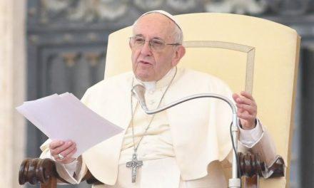 Papa: pregare il Rosario in ottobre per proteggere la Chiesa