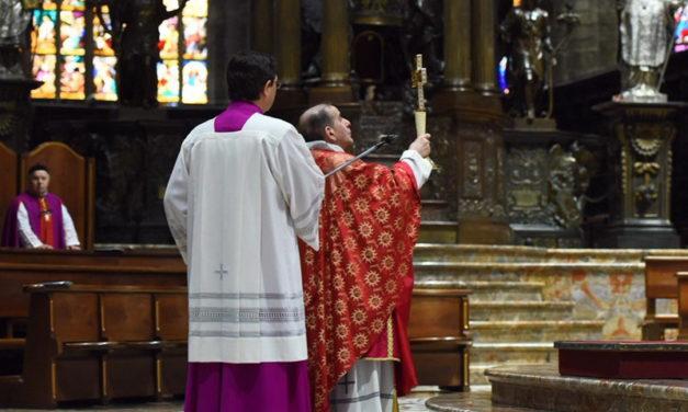 «Contemplare la Croce con lo sguardo delle donne»