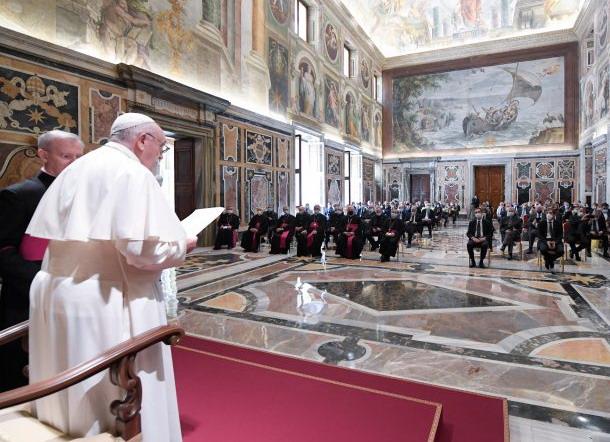 Il Papa agli operatori sanitari lombardi: «silenziosi artigiani della cultura della prossimità e della tenerezza»